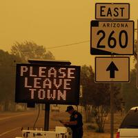 A sign asks for residents to evacuate as the Wallow Fire approaches in Springerville, Ariz., Wednesday. (AP)