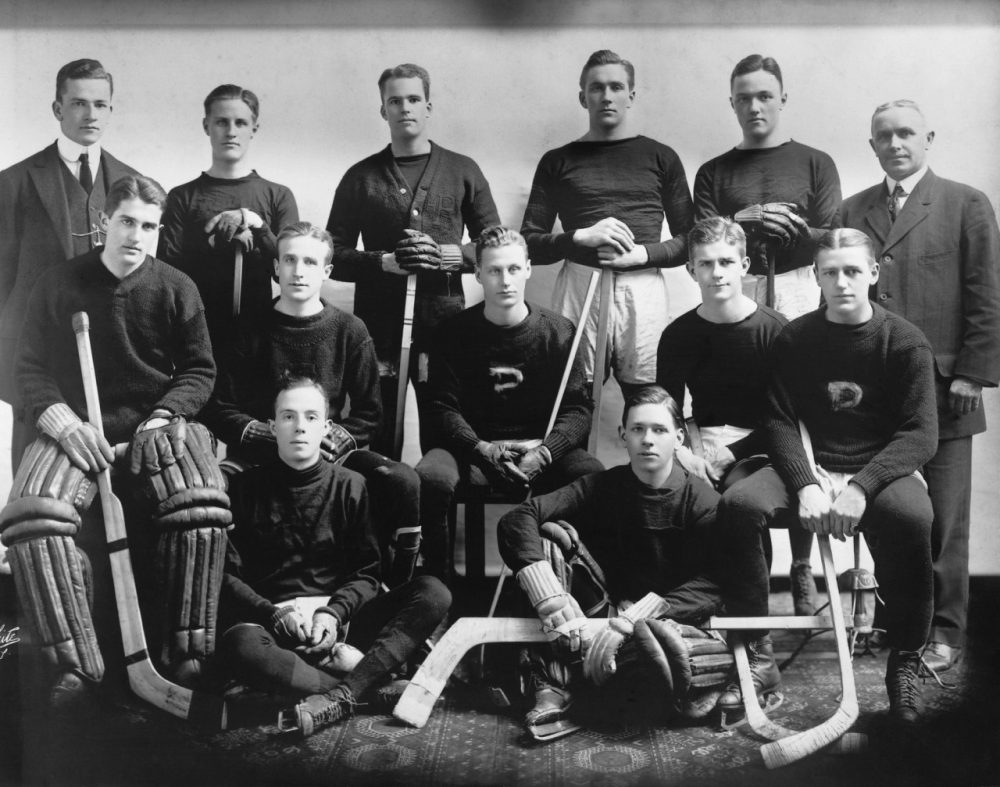 Hobey Baker (center) and his Princeton Hockey teammates. ()