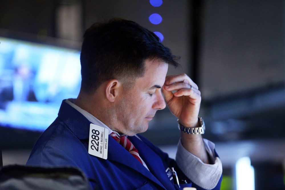 Traders work on the floor of the New York Stock Exchange (NYSE) on September 25, 2014 in New York City. US stocks saw their biggest downturn since July.  (Spencer Platt/Getty Images)