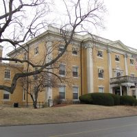 The administration building at McLean Hospital (Wikimedia Commons)