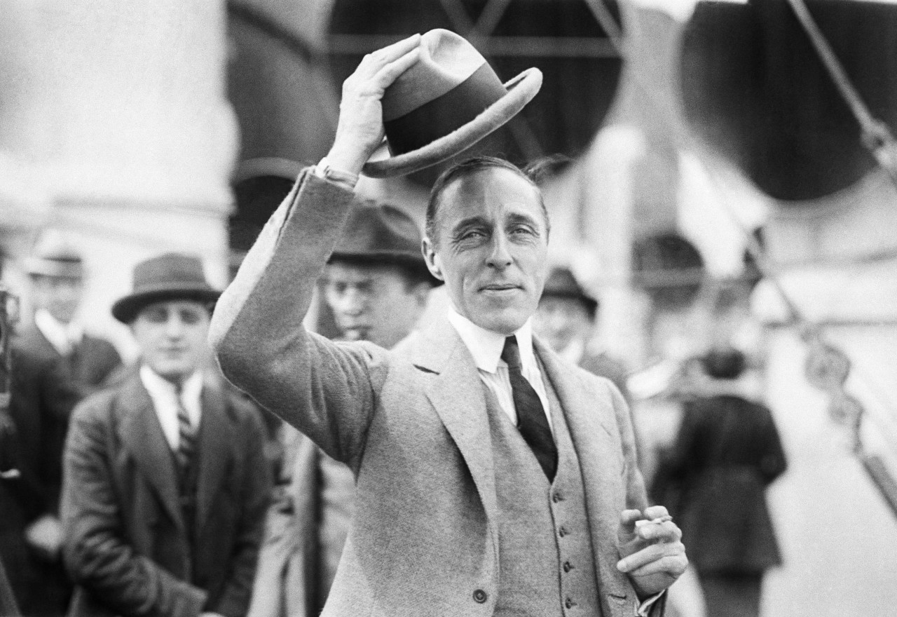 dw griffith essay At around this time, in the united states, dw griffith, an american filmmaker, created a film called the birth of a nation (1915) xxx many film scholars agree that the film was a documentary about the klu klux klan whatever the case, the united states was in.