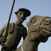 A statue of Don Quixote and his horse in an unidentified town in Spain. (JoseManuel / WikiCommons)