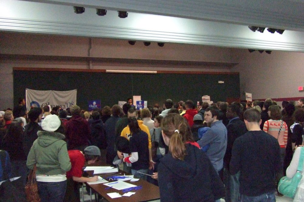 Democratic caucus-goers gather in a precinct caucus in Iowa City, Iowa, on January 3, 2008. (Citizensharp/Wikimedia Commons)