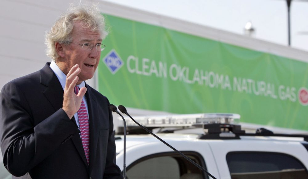 Chesapeake Energy CEO Aubrey McClendon speaks during the opening of a compressed natural gas filling station in Oklahoma City, Tuesday, Sept. 8, 2009.  (AP)