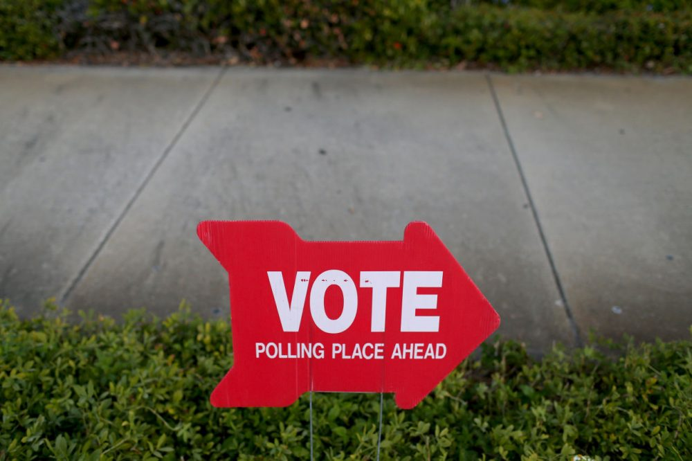 A sign points to a polling station on November 4, 2014 in St. Petersburg, Florida. (Joe Raedle/Getty Images)