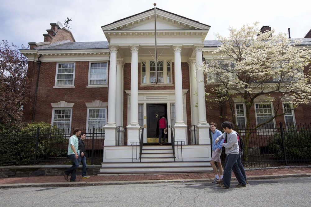 Harvard proposal would ban fraternities and sororities