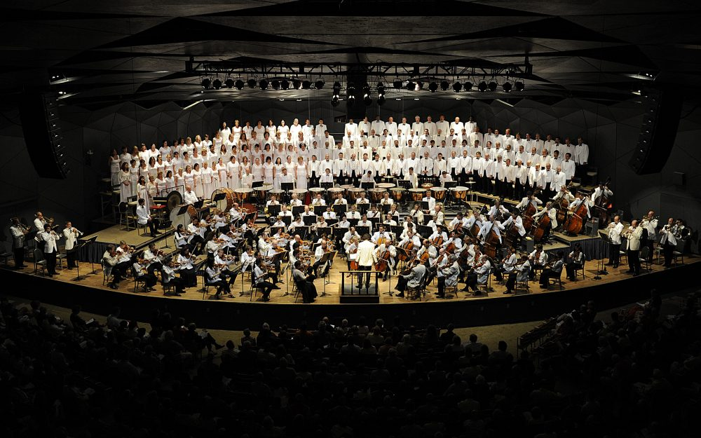 Boston Symphony Orchestra and Tanglewood Festival Chorus performing at Tanglewood. (Couretsy Stu Rosner/BSO)