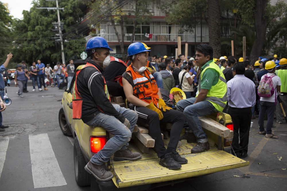 Rescue workers gather at Parque Mexico in the Condesa district the day after an earthquake on Sept. 20, 2017 in Mexico City. (Rafael S. Fabres/Getty Images)