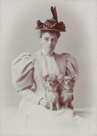 Photograph of Edith Wharton, taken by E. F. Cooper in Newport, Rhode Island. (Courtesy Beinecke Rare Book & Manuscript Library, Yale University)