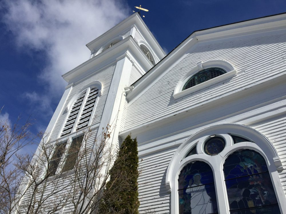 The Acton Congregational Church. (Fred Thys/WBUR)
