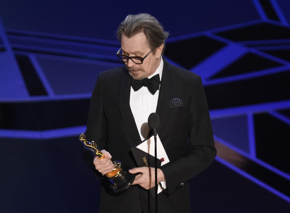 "Gary Oldman accepts the award for best performance by an actor in a leading role for ""Darkest Hour."" (Chris Pizzello/Invision/AP)"