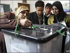 Iraqi election officials check the seals on a ballot box after the polls closed in the country's provincial elections in central Baghdad on Saturday, Jan. 31, 2009.(AP)
