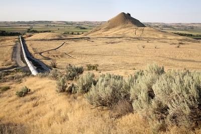 (Anne Whiston Spirn) July 27, 2006, Malheur County, Oregon. Malheur Butte and siphon seen from below Ontario Heights on the opposite side of the valley from Dorothea Lange's 1939 photograph.