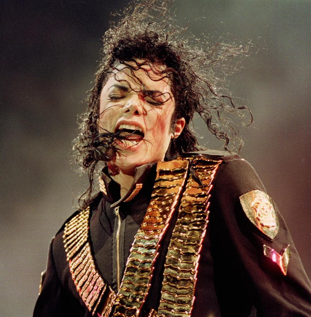 Michael Jackson performs in Singapore in 1993. (AP)
