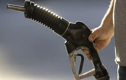 A gas station attendant pumps gas in Portland, Oregon, July 2009. (AP)