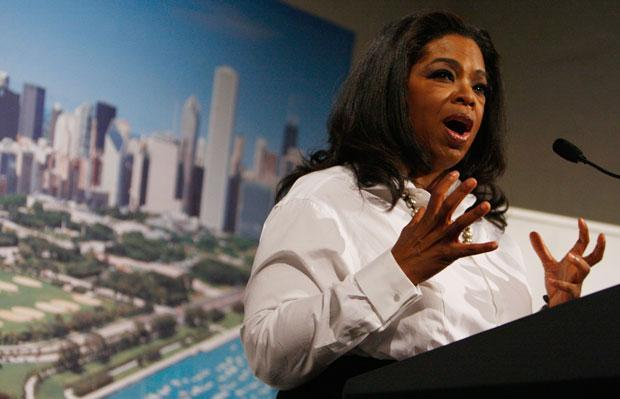 Oprah Winfrey helped President Obama lobby the International Olympic Committee to bring the summer Olympics to Chicago in 2016. She appears here at a dinner with the first lady in September. (Pool photo via Charles Dharapak/AP)