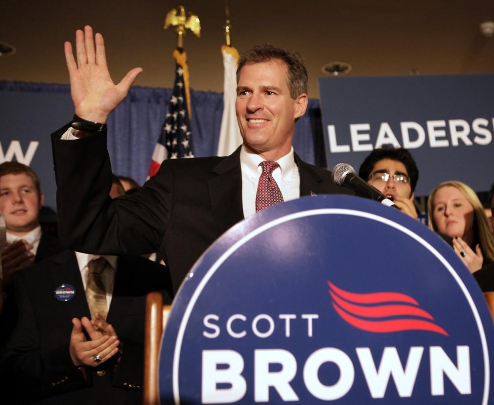Republican state Sen. Scott Brown thanks the crowd following his victory. (AP)