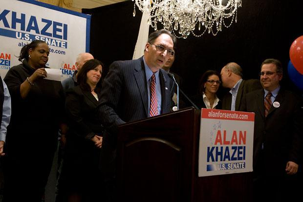 Alan Khazei conceded defeated before supporters Tuesday night. (Jess Bidgood for WBUR)