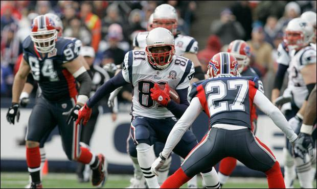 New England Patriots' Randy Moss (81) runs against the Buffalo Bills during the first half of the NFL football game in Orchard Park, N.Y., on Sunday. (AP)