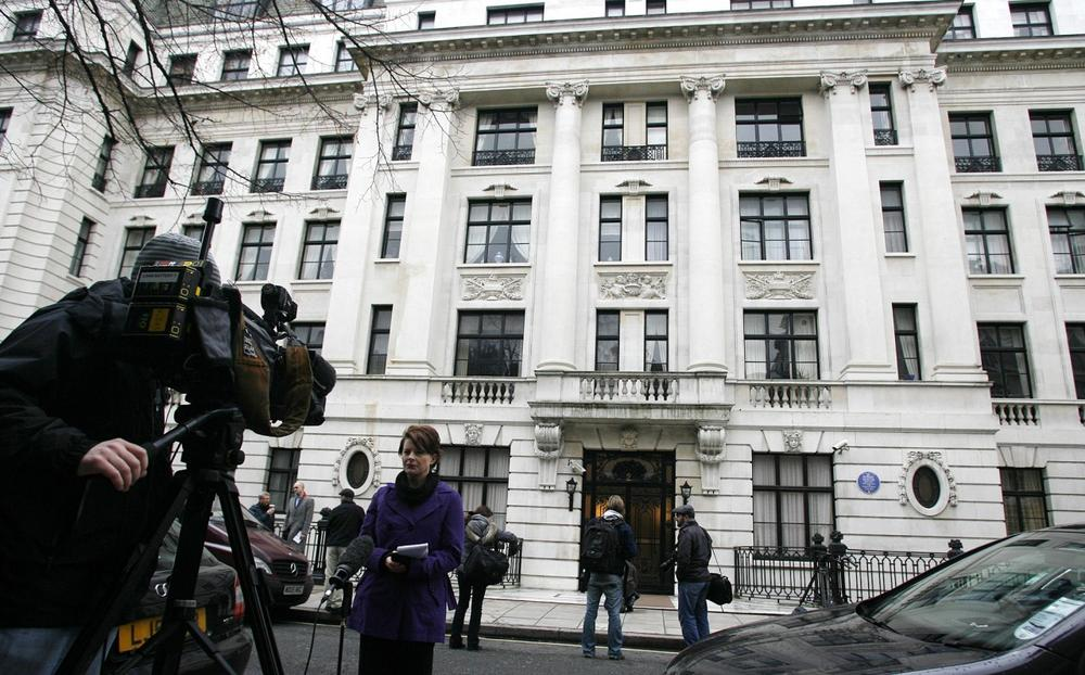 Members of the media gather in front of the building where police searched a flat in  Mansfield Street central London, Saturday. The search was  reportedly in connection with the attempted terrorist attack on a Northwestern Airline flight as it prepared to land in Detroit on Friday. (AP Photo/Akira Suemori)