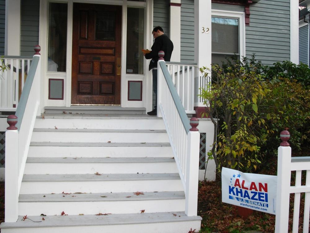 Khazei volunteer Tony Mack knocks on doors in Cambridge. (Fred Thys/WBUR)