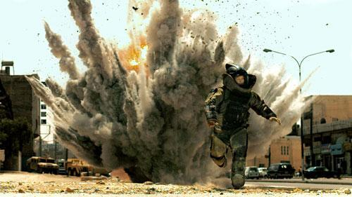 """Actor Jeremy Renner in a scene from """"The Hurt Locker,"""" directed by Kathryn Bigelow, which won the Oscar for Best Picture and Best Director at the Academy Awards on Sunday. (AP)"""