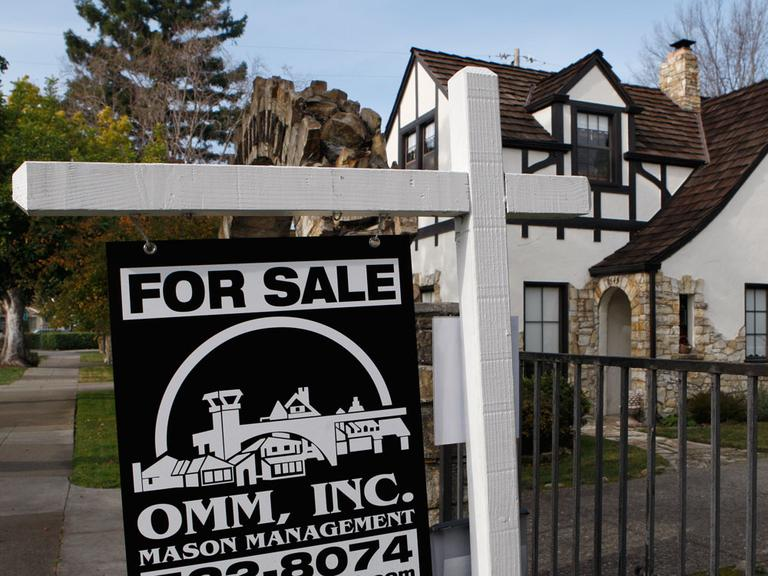 The Obama administration hopes to spur short sales for homeowners who are underwater with their mortgages. (AP)