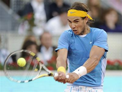 Rafael Nadal beats Roger Federer at the Madrid Open, May 16, 2010. (AP)