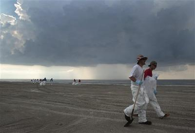 Oil clean-up workers leave the beach as storm clouds approach in Grand Isle, La. (AP)
