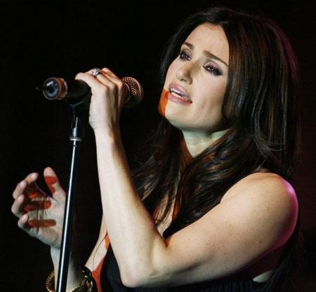 Singer Idina Menzel performs in Los Angeles, on Thursday, Jan. 10, 2008. (AP)