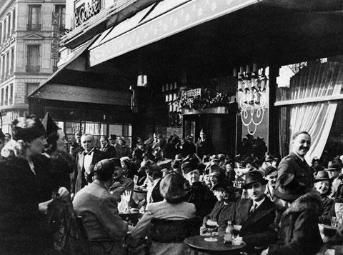 The Avenue Champs Elysees in Paris on Easter Sunday, March 24, 1940. (AP)