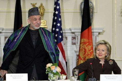 Afghanistan's President Hamid Karzai and Secretary of State Hillary Clinton hold opening discussions to repair relations in Washington, May 11, 2010. (AP)