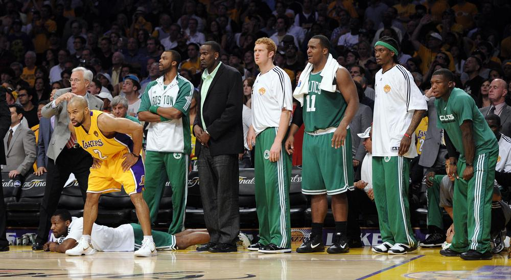 Los Angeles Lakers guard Derek Fisher, left, gets ready as the ball comes down court as members of the Boston Celtics bench look on during the closing seconds in Game 7 of the NBA basketball finals, Thursday, June 17, 2010, in Los Angeles. The Lakers won 83-79. (AP)
