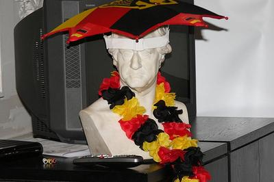 At the Goethe Institute, a statue is decordated in the spirit of Germany's team. (Karin Oehlenschlaeger)