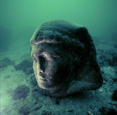 This granite head (80cm) is attributed to Caesarion (Ptolemaios XV), son of Cleopatra VII and Julius Caesar. It is part of a statue of about 5 metres in height and dates from the 1st century BC. It was found in Alexandria's ancient harbour opposite the island of Antirhodos. (Franck Goddio / Hilti Foundation, Photo: Christoph Gerigk)