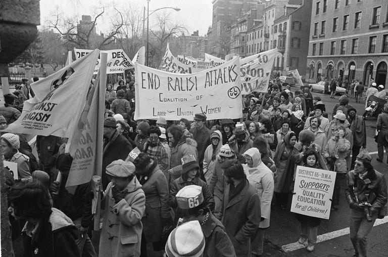 Part of a crowd of seven thousand enter Boston Common for pro-busing rally, Dec. 14, 1974. The rally heard speeches by black leaders including the Rev. Ralph Abernathy. (AP)