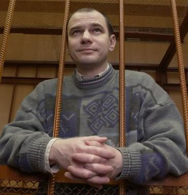 Igor Sutyagin behind bars in 2004 in a Moscow court.  (AP)