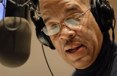 "Radio host José Massó introduces a song during the bilingual ""Con Salsa!"" radio show on WBUR 90.9 FM in Boston. (AP)"