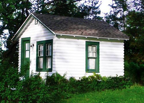 Tereasa Surratt's finished cottage in Elkhorn, Wisconsin (Sterling Publishing).