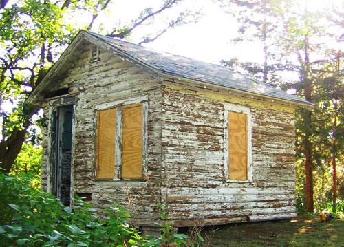 Tereasa Surratt's cabin before renovations (Sterling Publishing)