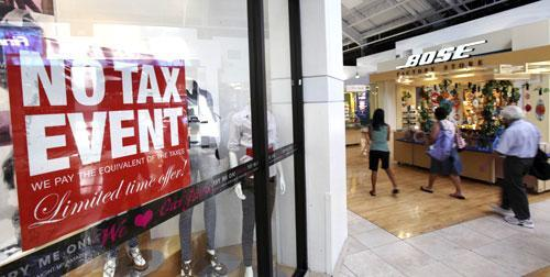 Shoppers stroll through Sawgrass Mills Mall during the first day of the back-to-school sales tax holiday, Aug. 13, 2010 in Sunrise, Fla. (AP)