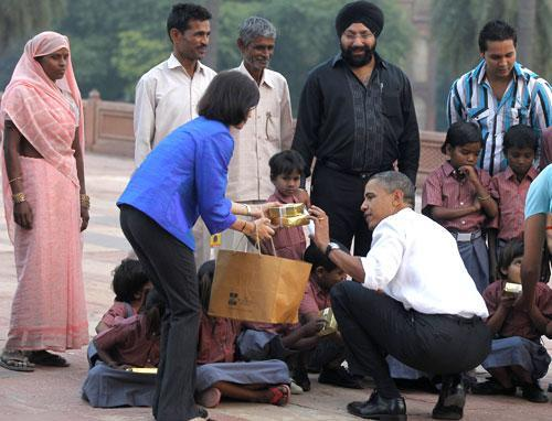 U.S. President Barack Obama hands out gifts to children as he visits Humayun's Tomb in New Delhi, India, Nov. 7, 2010. (AP)