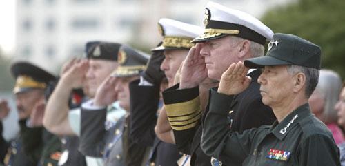 U.S. Navy Admiral Robert Willard, second from right, commander of the U.S. Pacific Fleet, in Seoul, South Korea, Oct. 18, 2010. (AP)