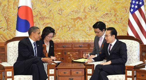 South Korea's President Lee Myung-Bak, right, talks with President Barack Obama in Seoul, at the G20 Summit, Nov. 11, 2010. (AP)