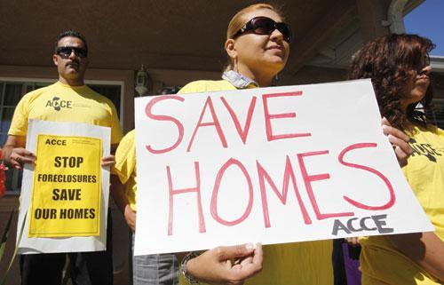 An anti-eviction protest at a home in Menlo Park, Calif, Sept. 2010. (AP)