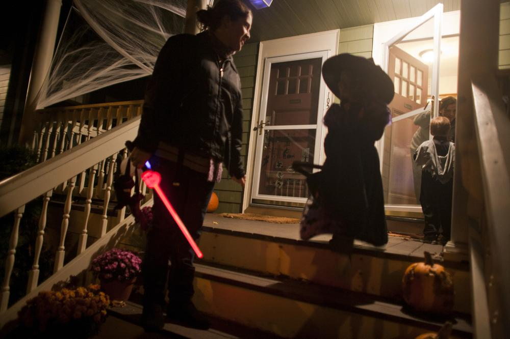 Kids in costume trick-or-treated in Wollaston while their parents talked voting with WBUR's David Boeri. (Dominick Reuter for WBUR)