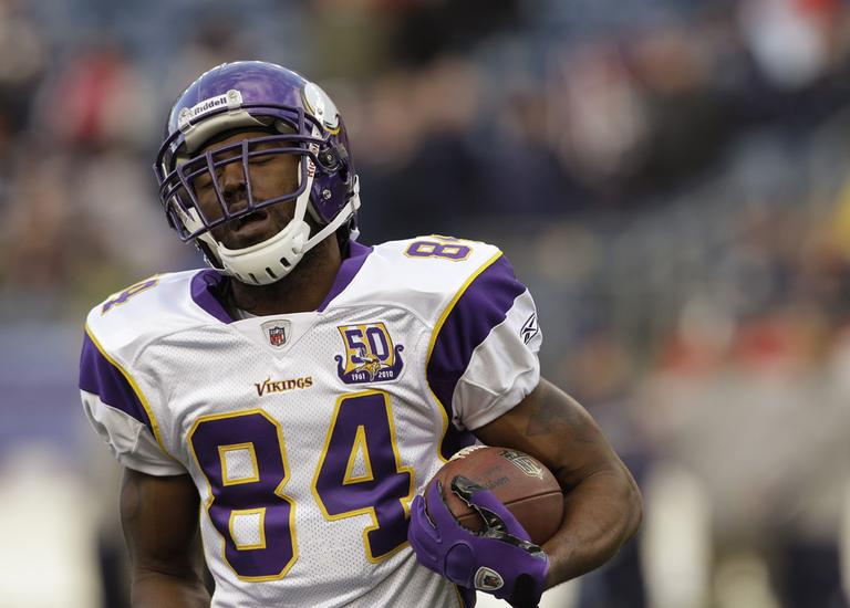 Then-Minnesota Vikings wide receiver Randy Moss warming up before playing another of his ex-teams: the Patriots. (AP)
