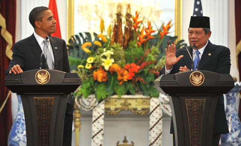 Indonesian President Susilo Bambang Yudhoyono, right, gestures during a joint press conference with President Obama at the Presidential Palace in Jakarta on Tuesday. (AP)