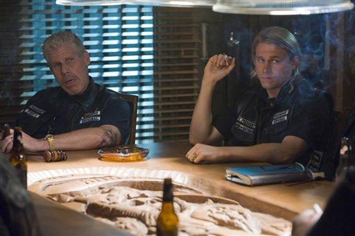 "In this image released by FX channel, Ron Perlman, left, and Charlie Hunnam are shown in a scene from ""Sons of Anarchy"" on FX. (AP)"