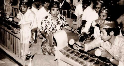 Balinese gamelan musicians in Tabanan, Bali, 1977. (Photo: Michael Tenzer)